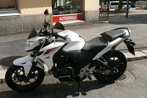 Autokoulu Tampere - Autokoulu Pirkka Honda CB500F